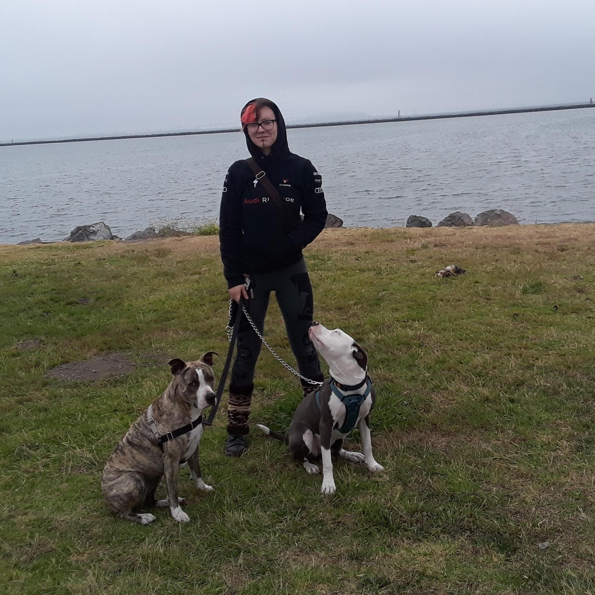 dog walker Kyra