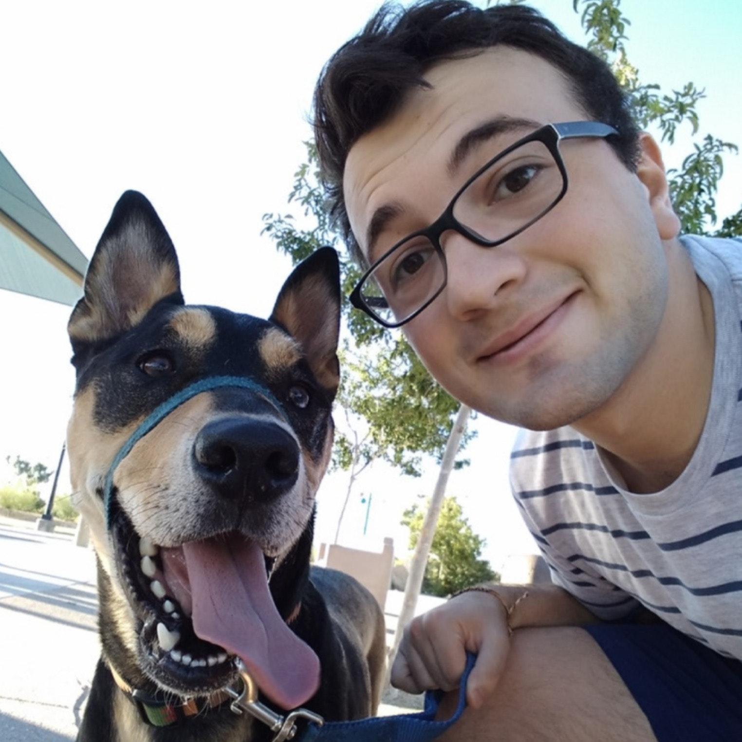 dog walker Gustavo