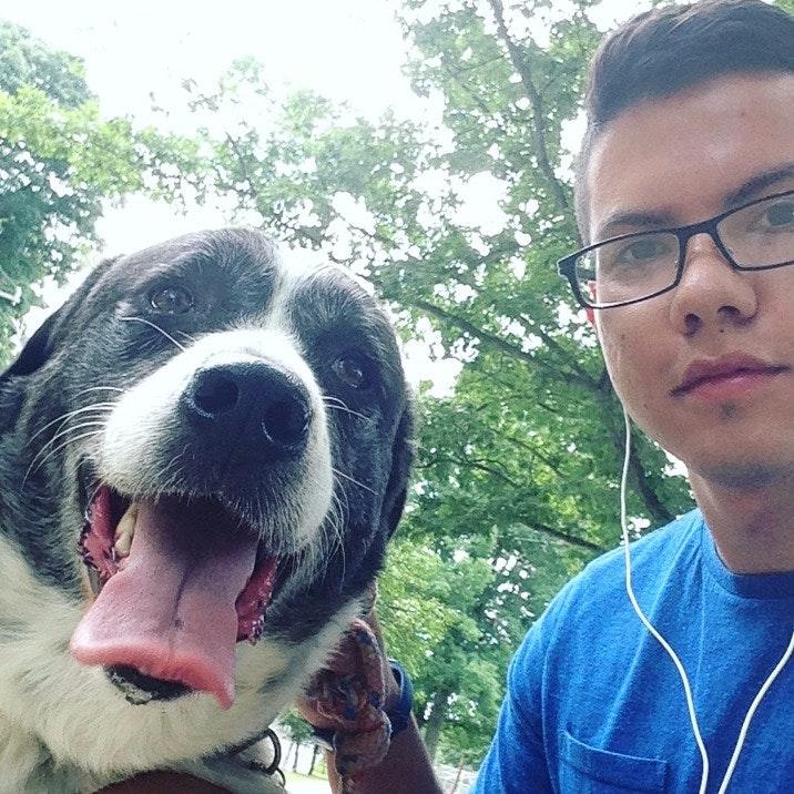 dog walker Cristhian